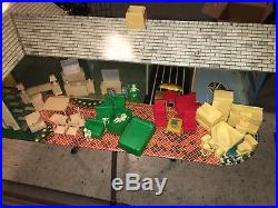 1960 Marx Toy Dollhouse Litho Metal Tin With 38 Pieces Figures & Furniture Vtg