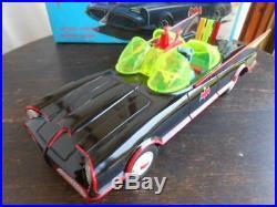 Batman Bat Mobil 215/590 Large Tin Toy Vintage Figure86
