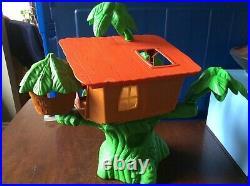 Rare Vintage 1976 Hasbro Weebles Tarzan Jungle Hut Near Complete with Box Figures