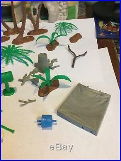 Vintage 1961 The Flintstones MARX Play Set With Mat, Lot Of Figures Buildings