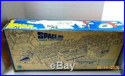 Vintage 1970's Space 1999 Mattel EAGLE 1 SPACE SHIP TOY with Box Figures-Excellent